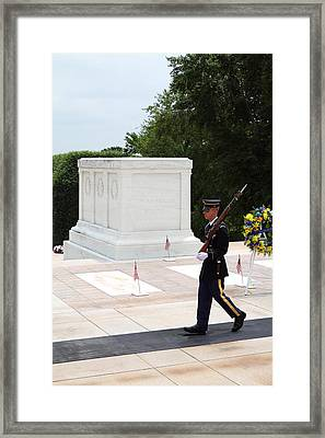 Arlington National Cemetery - Tomb Of The Unknown Soldier - 01134 Framed Print by DC Photographer