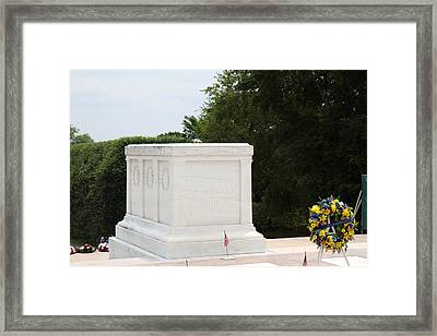 Arlington National Cemetery - Tomb Of The Unknown Soldier - 01136 Framed Print by DC Photographer