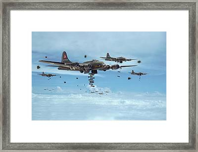 B17 - Mighty 8th Arrives Framed Print by Pat Speirs