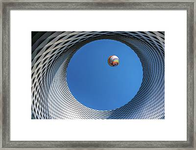 Ballon [ O ] Framed Print