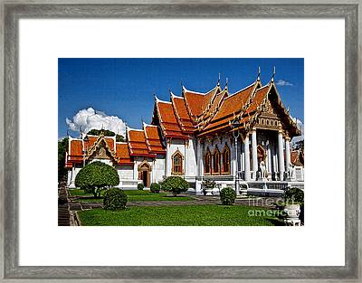 Framed Print featuring the photograph Bankok Wat by Shirley Mangini