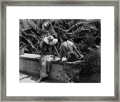 Barbara Lee And Phyllis Cooper Framed Print by George Hoyningen-Huene