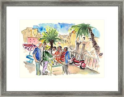 Bargaining Tourists In Siracusa Framed Print
