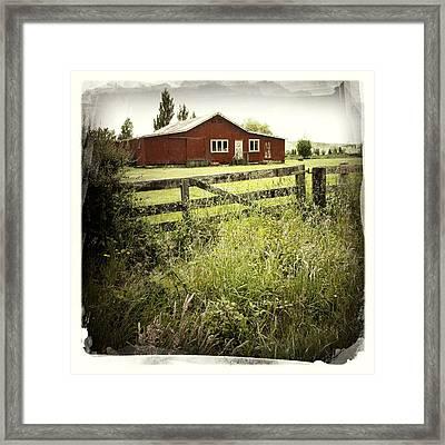 Barn In Field Framed Print by Les Cunliffe
