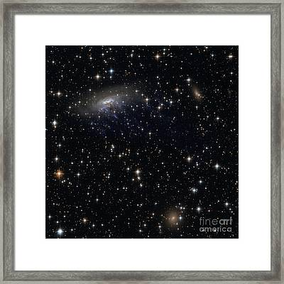 Barred Spiral Galaxy Eso 137-001 Framed Print by Science Source