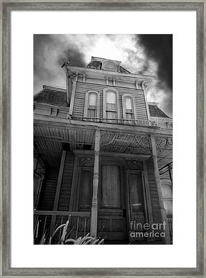 Bates Motel 5d28867 Bw Framed Print by Wingsdomain Art and Photography