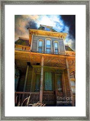 Bates Motel 5d28867 Framed Print by Wingsdomain Art and Photography