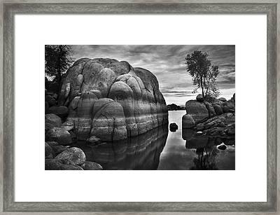 Black And White Rocks At Watson Lake Near Prescott Arizona Framed Print by Dave Dilli