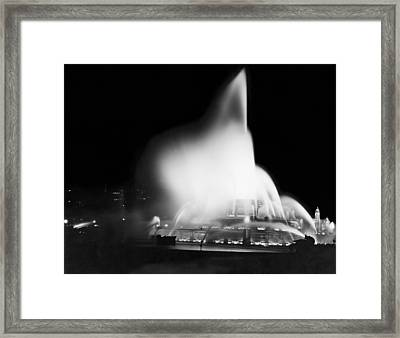 Buckingham Fountain At Night Framed Print by Underwood Archives