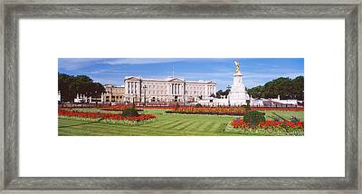 Buckingham Palace, London, England Framed Print by Panoramic Images