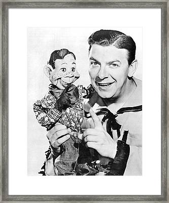 Buffalo Bob And Howdy Doody Framed Print by Underwood Archives