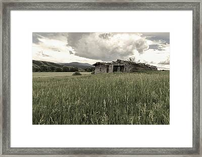 Cabins In Sync Framed Print by Stellina Giannitsi