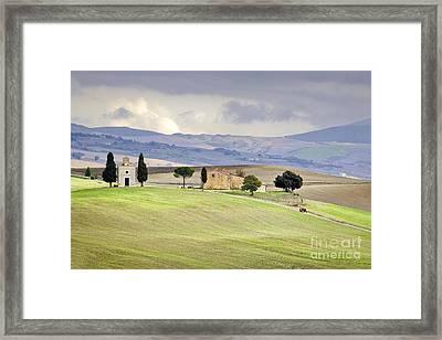 Capella De Vitaleta Church Near Pienza Tuscany Italy Framed Print by Robert Leon