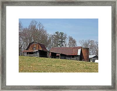 Carolina Barns And Silo Framed Print by Suzanne Gaff