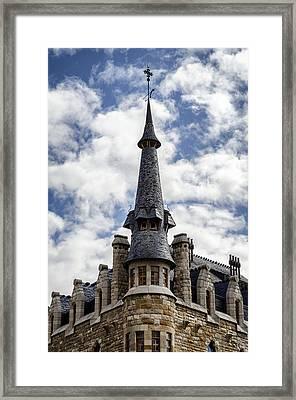 Casa Botines Framed Print