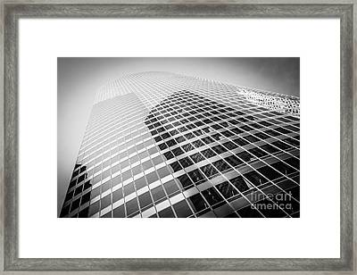 Chicago Curved Building In Black And White Framed Print by Paul Velgos