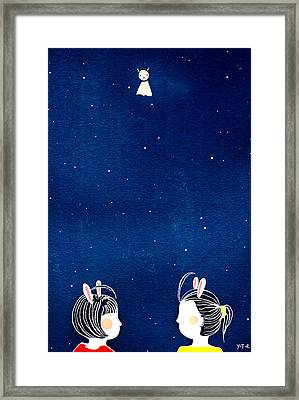 Chit Chat Framed Print by Yoyo Zhao