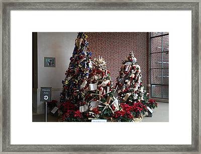 Christmas Display - Mt Vernon - 01131 Framed Print by DC Photographer