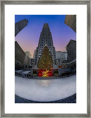 Christmas In Nyc Framed Print by Susan Candelario