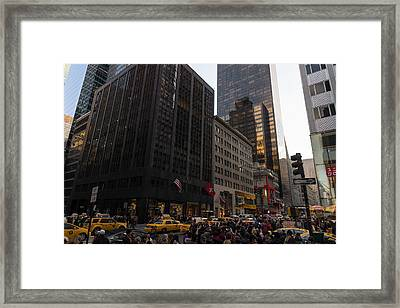 Christmas Shopping On The World Famous Fifth Avenue Framed Print
