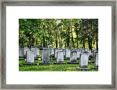 Civitl War Warrior Graves Framed Print by Linda Phelps