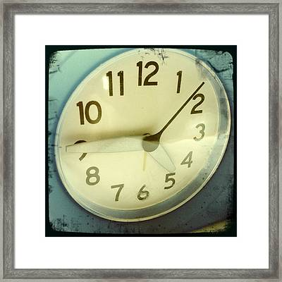 Clock Face Framed Print by Les Cunliffe