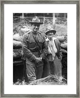 Col. Hayward And Sculptor Framed Print by Underwood Archives