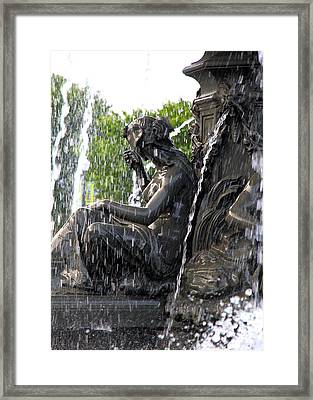 Colline Parlamentaire Building Framed Print