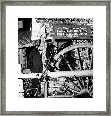Couple At Las Vegas Hitching Post Wedding Chapel Framed Print by Richard Waite
