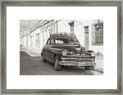Framed Print featuring the photograph Cuba Cars I by Juergen Klust