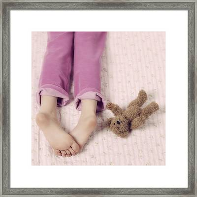 Cuddle Framed Print by Joana Kruse