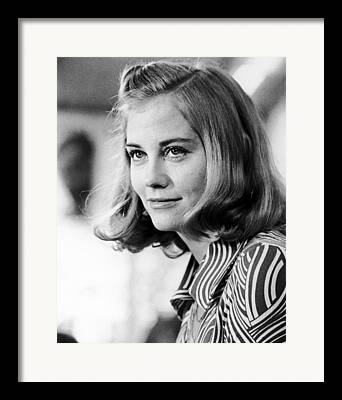 Cybill Shepherd Framed Prints
