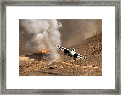 Desert Diamondback Framed Print by Peter Chilelli