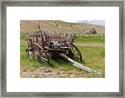 Dilapidated Wagon With Leaning Wheels Framed Print by Sue Smith