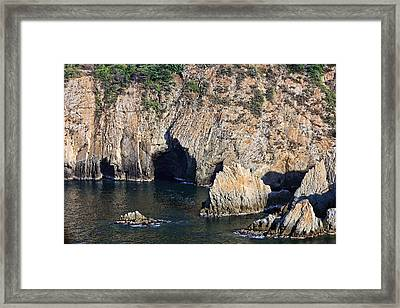 Diving Cliff In Acapulco Mexico Framed Print by Linda Phelps