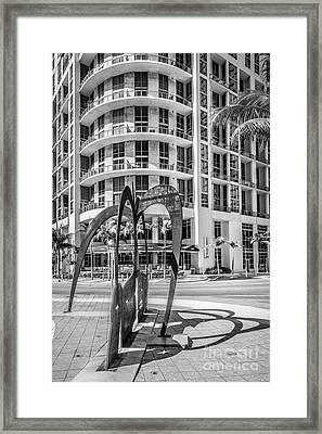 Duenos Do Las Estrellas Sculpture - Downtown - Miami - Black And White Framed Print by Ian Monk