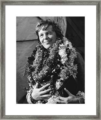 Earhart Arrives In Hawaii Framed Print by Underwood Archives