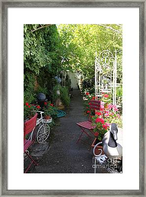 Eclectic Alley Garden In Downtown Sonoma California 5d24467 Framed Print