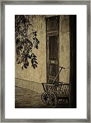 el Zaguan Framed Print by Priscilla Burgers
