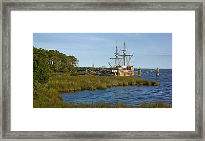 Framed Print featuring the photograph Elizabeth II In Port  by Greg Reed
