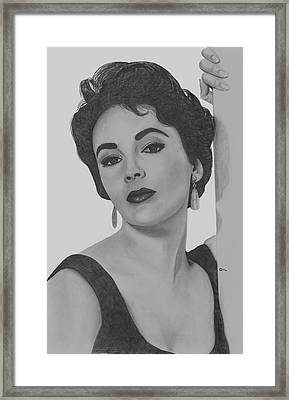 Elizabeth Taylor Framed Print by Gil Fong