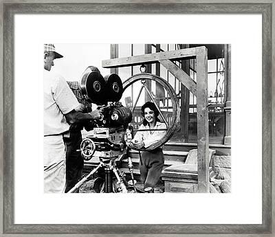 Elizabeth Taylor In Giant  Framed Print