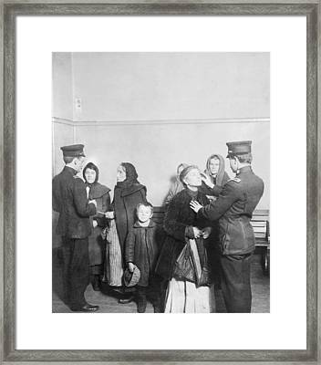 Ellis Island Examination, 1910s Framed Print by Science Photo Library