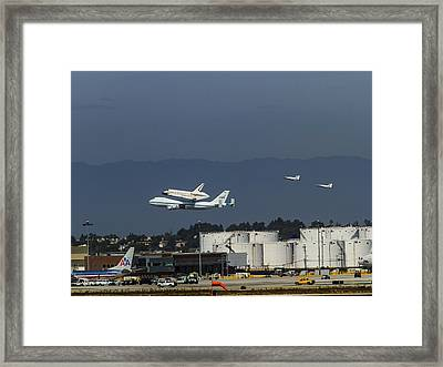 Endeavor Foies First Of Two Flyovers Over Lax Framed Print