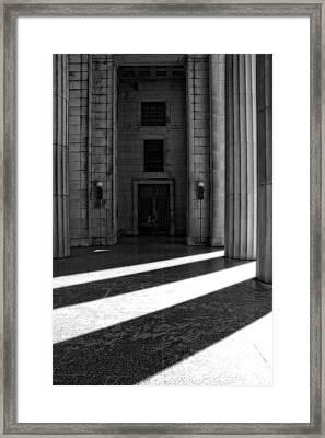 Entrance To War Memorial In Nashville Framed Print by Dan Sproul