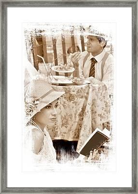 Fading Romance Framed Print by Lilliana Mendez