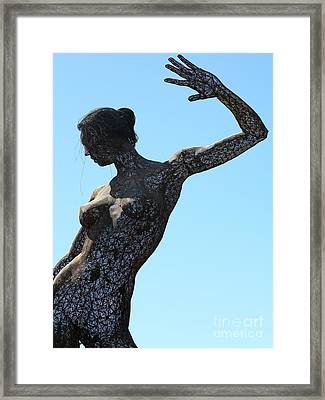 Female Sculpture On San Francisco Treasure Island 5d25339 Framed Print by Wingsdomain Art and Photography