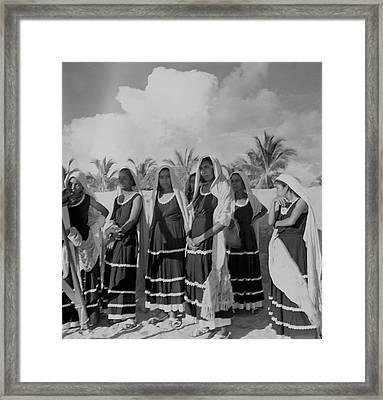 Fishwives At Pia De La Cuesta Beach Framed Print