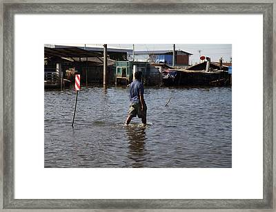 Flooding Of The Streets Of Bangkok Thailand - 01136 Framed Print by DC Photographer