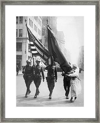 Flowers For Wwi Troops Parade Framed Print by Underwood Archives